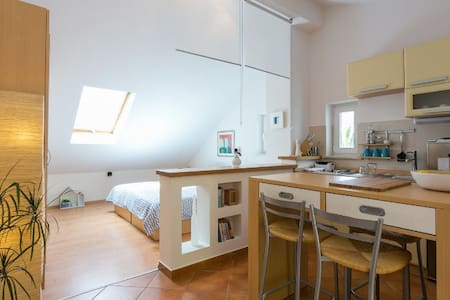 Sea side studio apartment for 2, Dubrovnik Croatia - Lozica