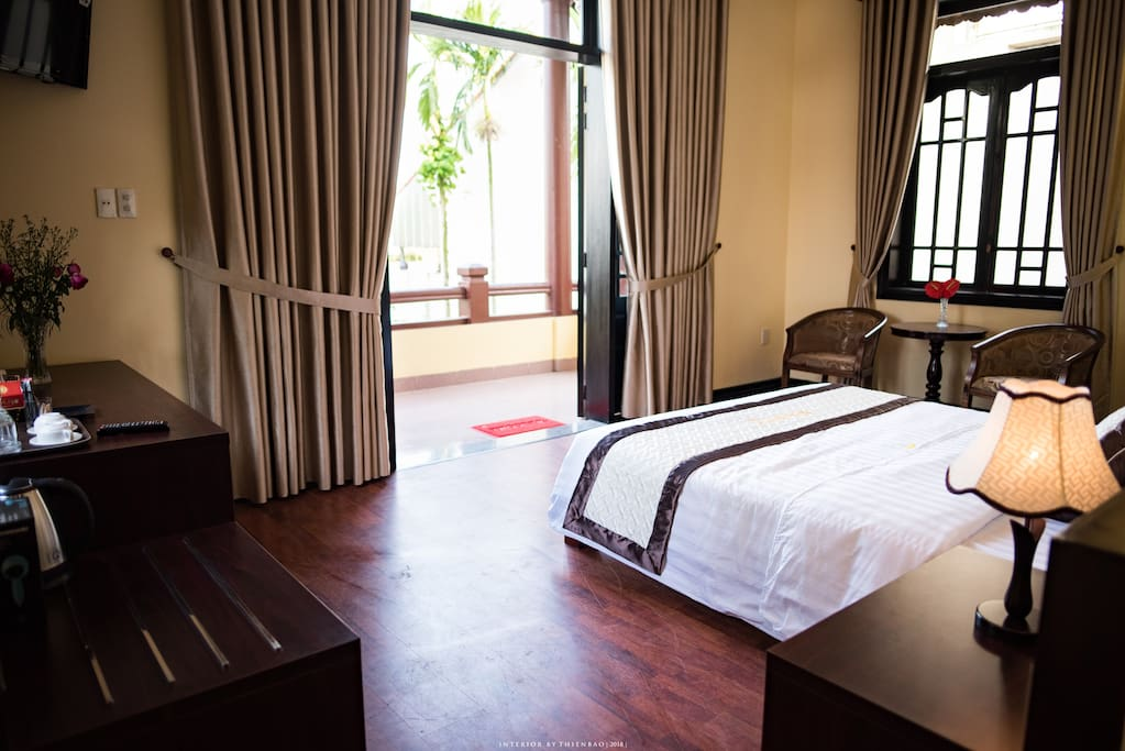 As a double room with balcony overlooking the road, Narcissus promises to be a room with many advantages of light and airy space.