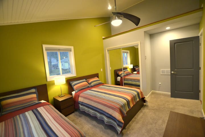 Bedroom-3, Full Bed-1, Twin Bed-1, 43 Inch Smart TV
