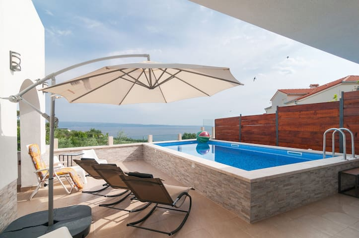 Apt. Braavos  with private pool and sea view ****