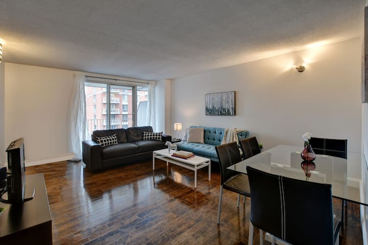 Chic and Modern Condo MTL - close to Bell Center