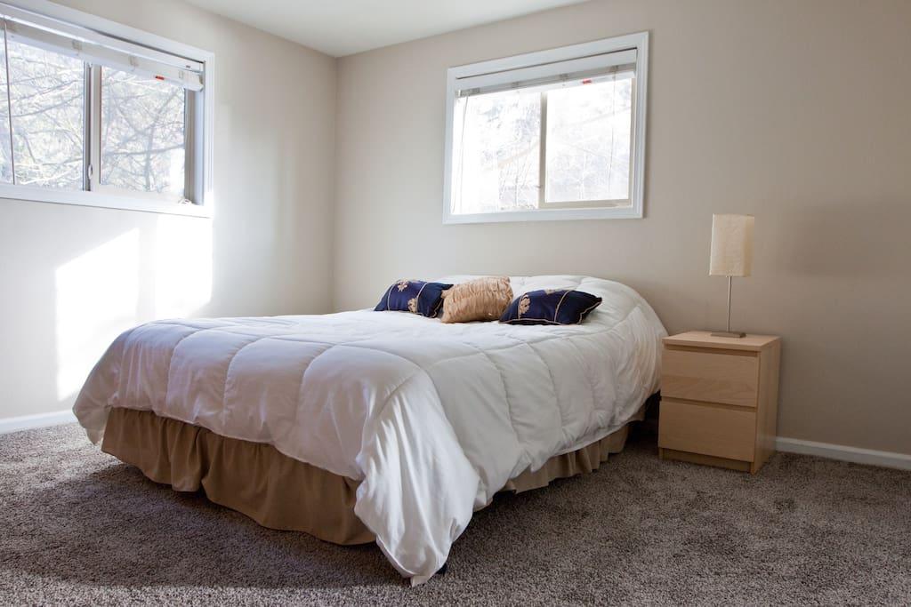 Queen bed in true bedroom