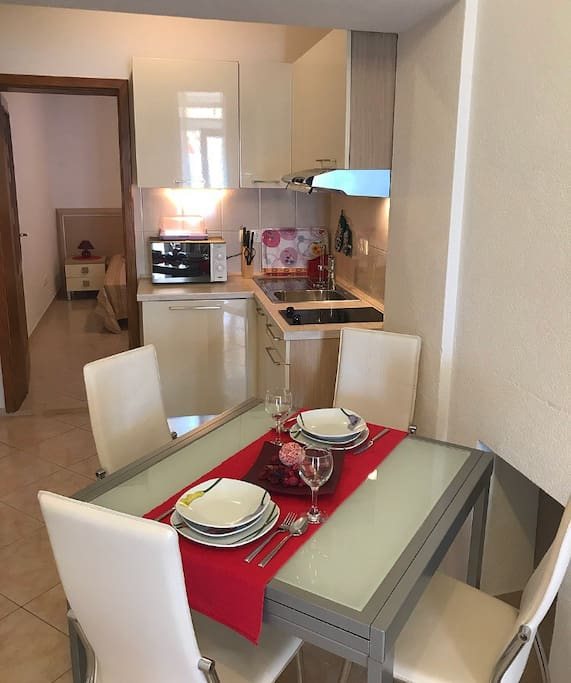 Spacious living room with kitchen and dining table for 4 persons.