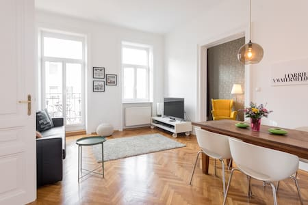 AC! NEW Apartment with Balcony in the Citycenter!