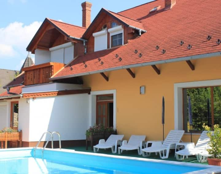 Apartment with pool 'Julia'