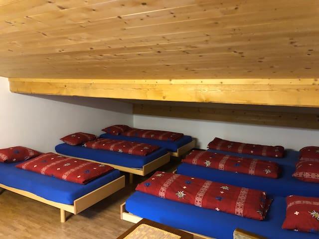 Ostello 6 posti letto / Trenino rosso