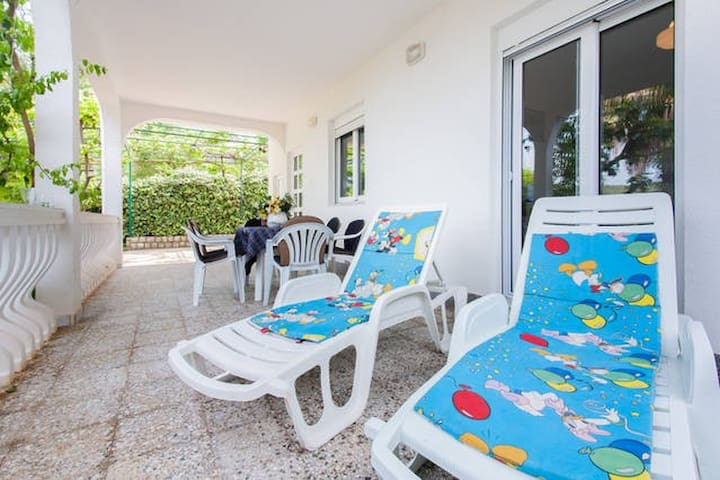 apartment in green garden near sea - Bar - Apartamento