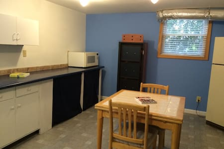 Spacious 2BR/1BA lower level apartment. - Norcross