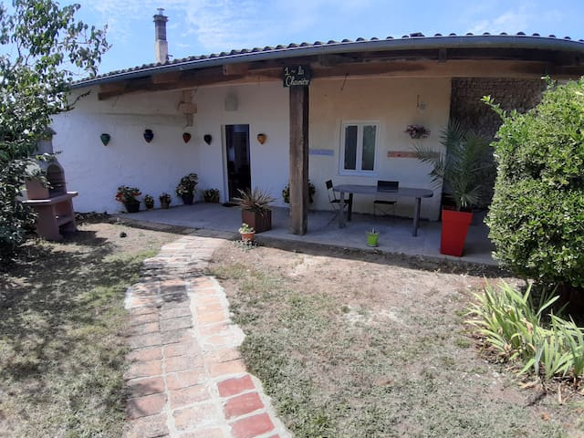 Gite 1  · Cosy 1 bedroom cottage with pool
