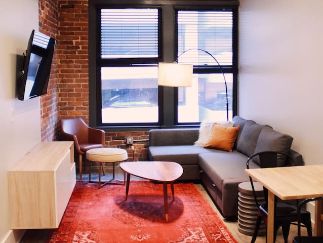 Modern Downtown Loft >> BEST LOCATION!! 408