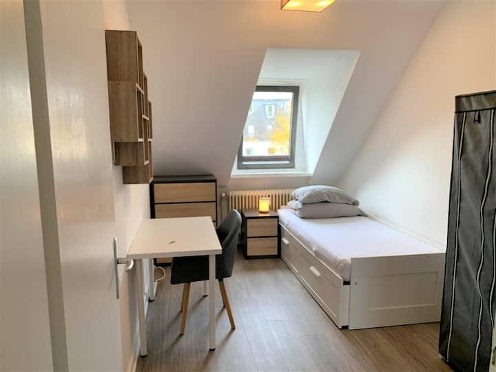 Vollmöbliertes Zimmer in moderner 3-Z.Wohnung