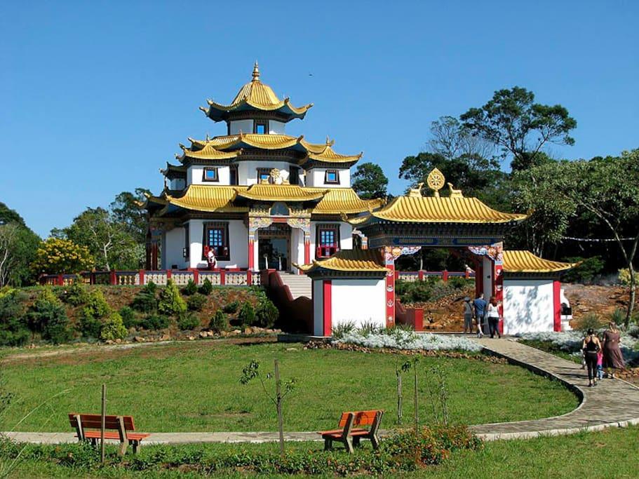 Templo budista na subida para São Chico
