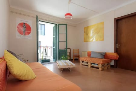 Bright flat right in the heart of B - Apartment