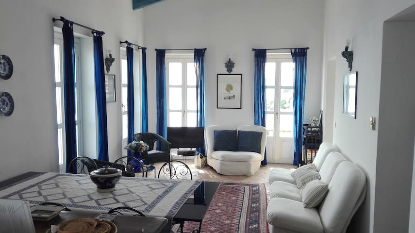 A window overlooking the Côte d'Azur
