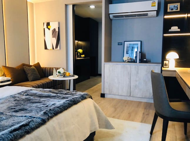 Vive room with Jacuzzi rooftop in Thonglor stay