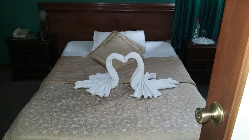 COLONY INN HOTEL - Ambato - Bed & Breakfast