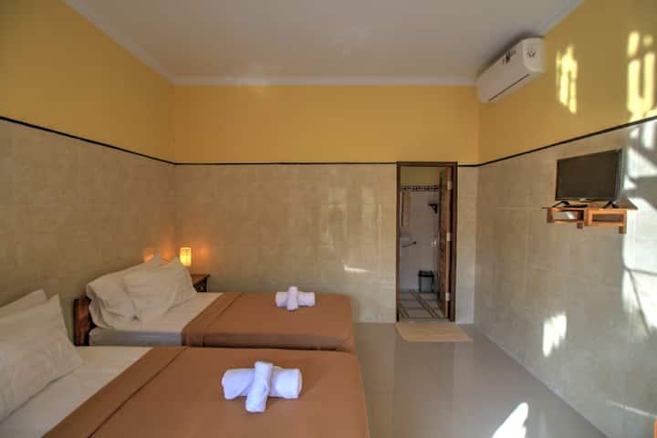 Sari Nadi Homestay, twin room near to beach