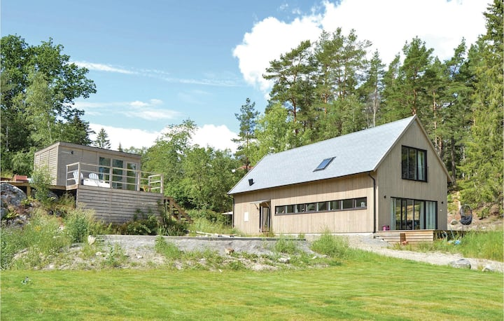 Awesome home in Muskö with WiFi and 4 Bedrooms