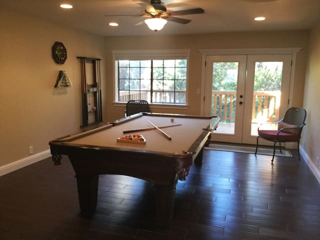 Brand new remodel, Pool Table Too! - Redding - Overig