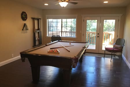 Brand new remodel, Pool Table Too! - Redding - Andere