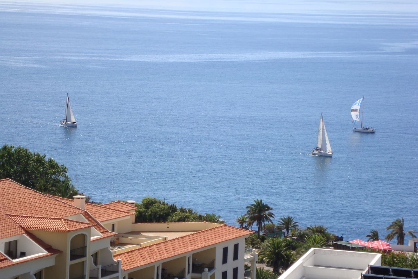 You can watch a sailing regata at the balcony !