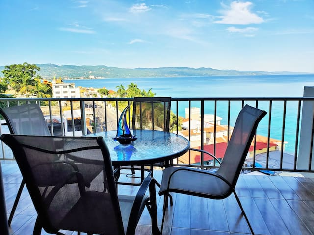 ❤️2 bed/2ba Modern Ocean view HipStrip Mobay Club