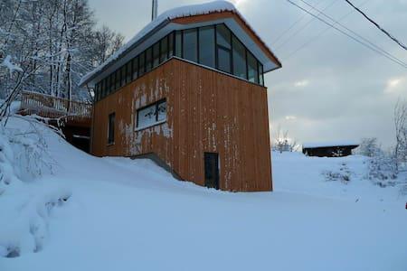 L'Envers de Xoulces - Cornimont - Maan sisään rakennettu talo