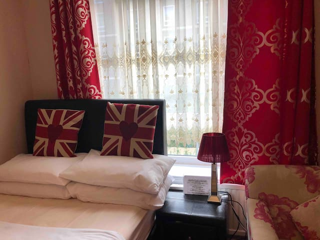 Well decorated rooms of the Thames and Nine Elms with a lot of restaurants and other amenities.  Transport is excellent by train, underground buses, taxis and mini cabs.  We have a new waitrose by the American Embassy and Tesco is only across