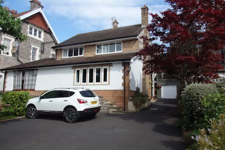 Ground floor room with bathroom in detached house - Weston-super-Mare