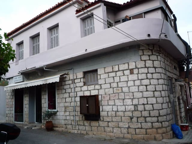 Charming Turn of the Century House on Evia Politik - Paralia Politikon - Ev