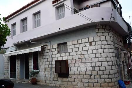 Charming Turn of the Century House on Evia Politik - Paralia Politikon - Dům