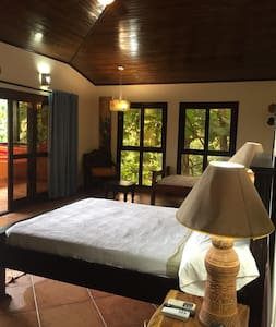 Reboot Resort Suite 2 - Playa Hermosa - Bed & Breakfast