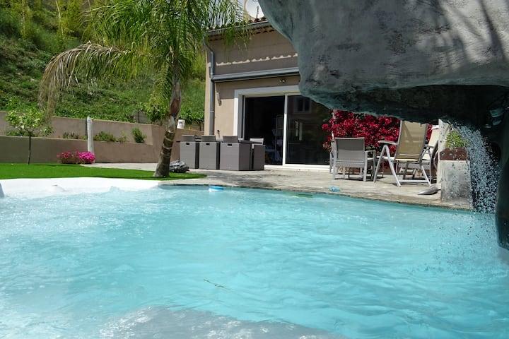 Villa proche mer avec piscine