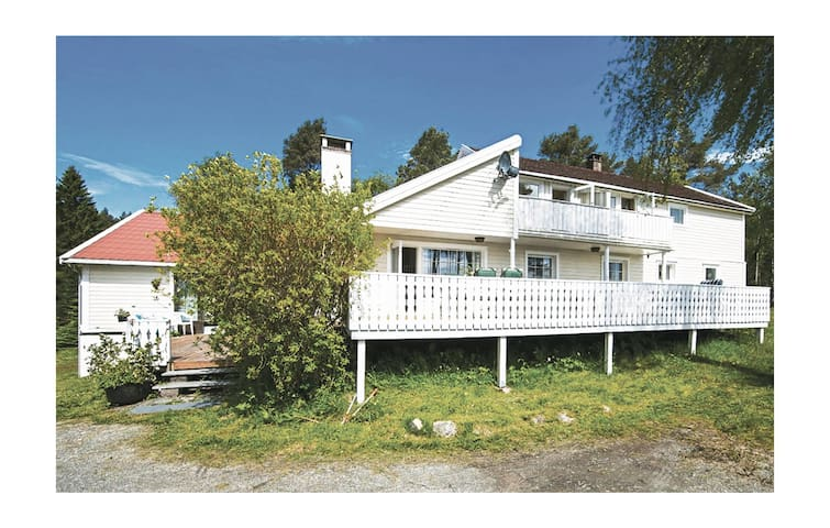 Holiday cottage with 6 bedrooms on 350 m² in Mosterhamn