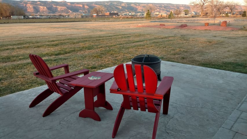 Grand home on 5 acres - Views and Room to Stretch - Fruita