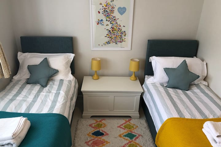 Twin bedroom (small singles that can be zip and linked into one king size bed)