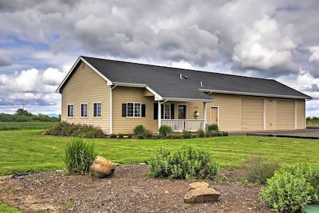 'The Pond House' - Rural 3BR Eugene Area Cottage - Harrisburg - Rumah
