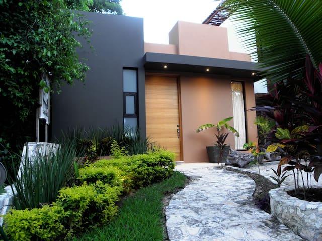 MOM´S HOUSE