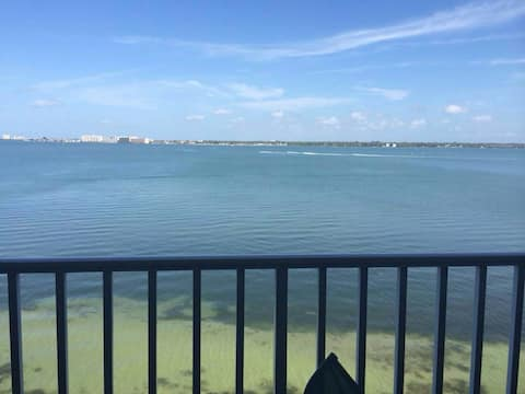 Beautiful waterfront condo for your ocean retreat