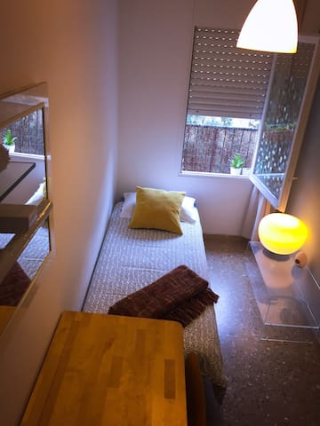 cozy and sunny single room - Barcelona