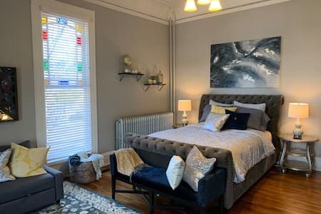 Luxurious One Bedroom Apartment in Historic Home