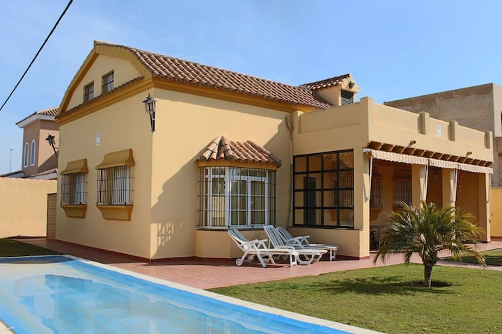 Spanish villa for rent in Chiclana de la Frontera - Chiclana de la Frontera - Dom