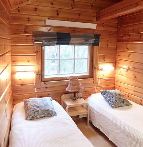 Toinen alakerran makuuhuoneista
