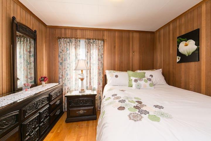 chambre verte et blanche d jeuner inclus pensione in affitto a la malbaie qu bec canada. Black Bedroom Furniture Sets. Home Design Ideas
