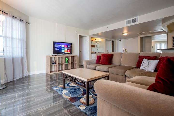 (C713)Amazing 2b/2b Apartment for LVCC Shows!