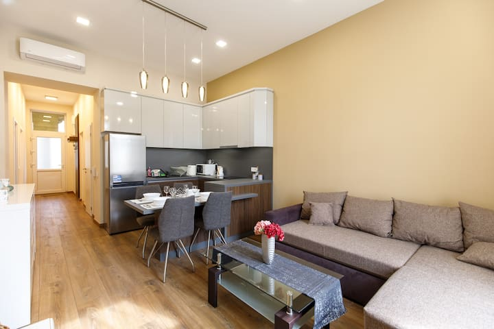 A37 Awesome Apartment - 2 bedrms, 2 bathrms