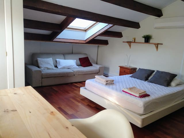 Loft in single family house.(3px2beds+WIFI+A/C)