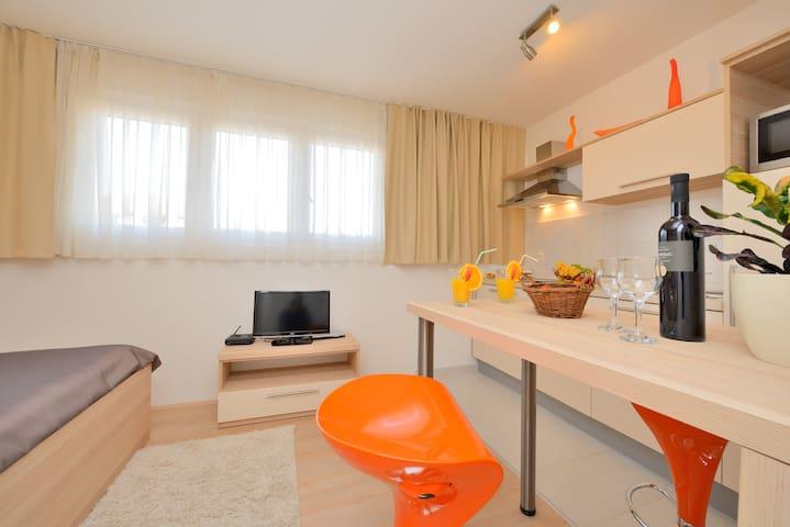 Orange Sunset Apartment