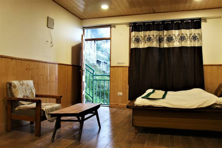Mountain studio Room kufri