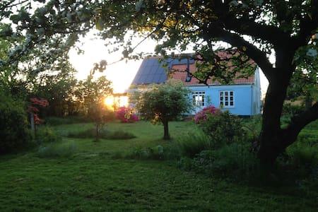 Yoga hus på landet med smuk udsigt - Gudhjem